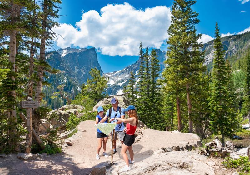 Rando en famille dans le Parc National des Rocheuses @Shutterstock
