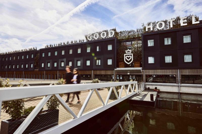 The Good Hotel, installé dans une ancienne prison flottante!