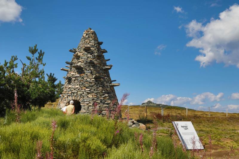 Suivre un sentier artistique au cœur des Monts d'Ardèche