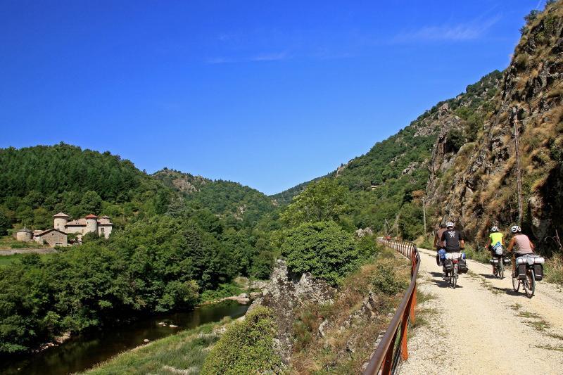 Le relief ardéchois est marqué et cela fait plaisir aux VTTistes et autres adeptes de vacances actives à vélo !
